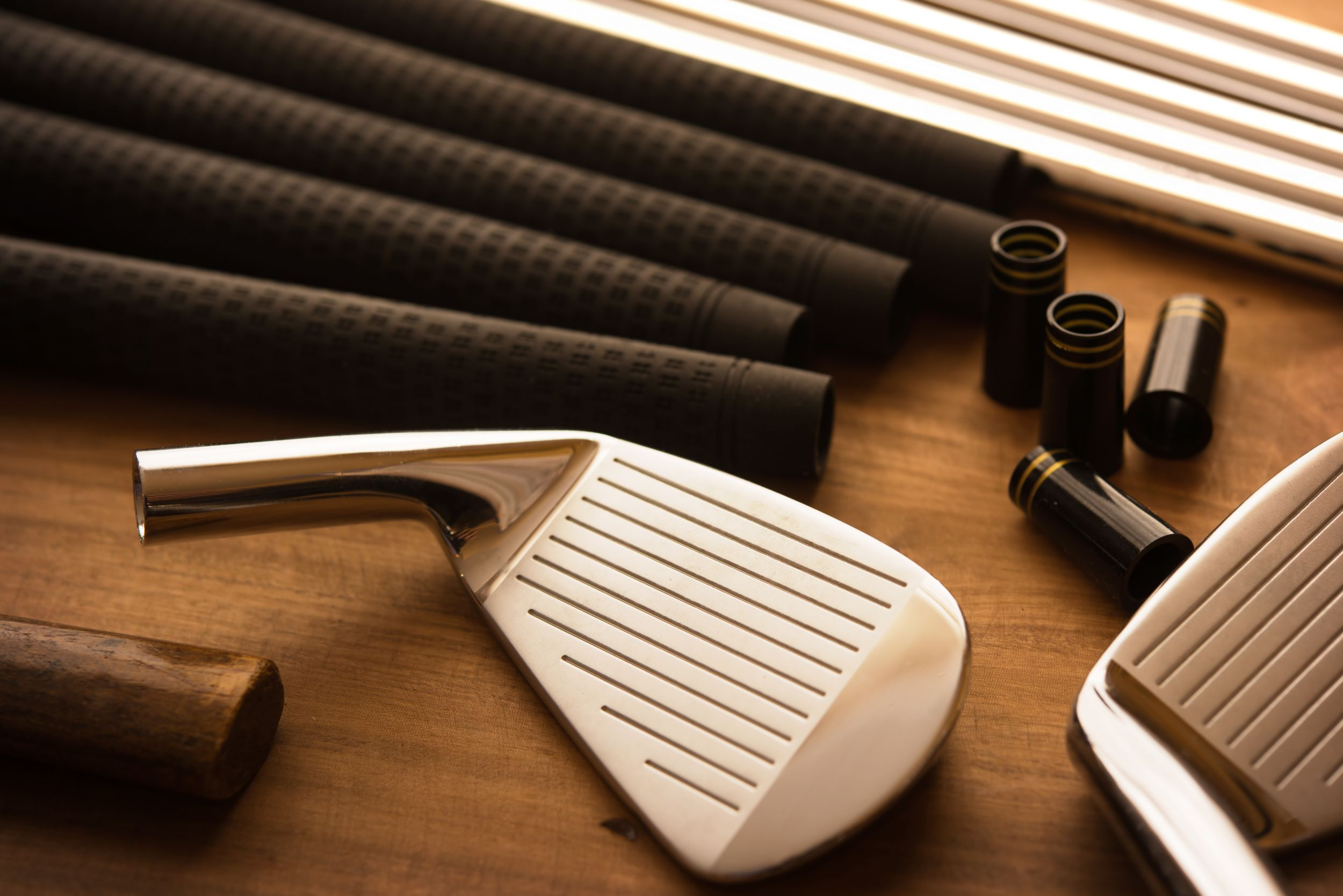 custom golf clubs being made