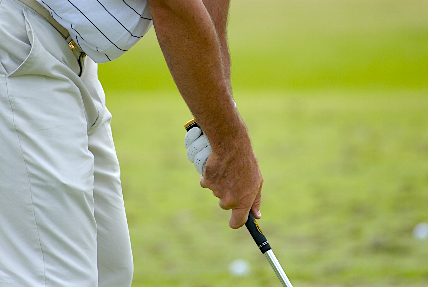 The overlapping grip in golf.