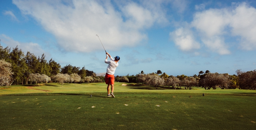 Golfer with poor swinging form