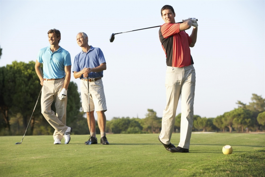 Young amateur golfers
